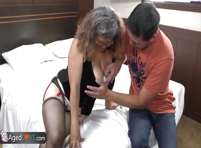 Young Dude Fucks Milf Pussy for the First Time