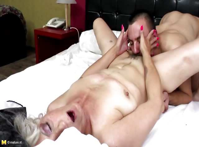 Old Pussy Got Licked and Pumped