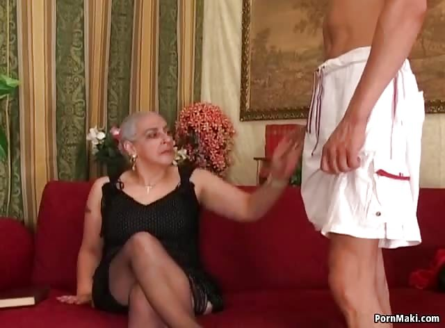 Granny Wants Big Dick Deep Inside Her Pussy and Asshole
