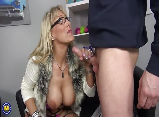 Gorgeous MILF Loves the Taste of Young Hard Dick