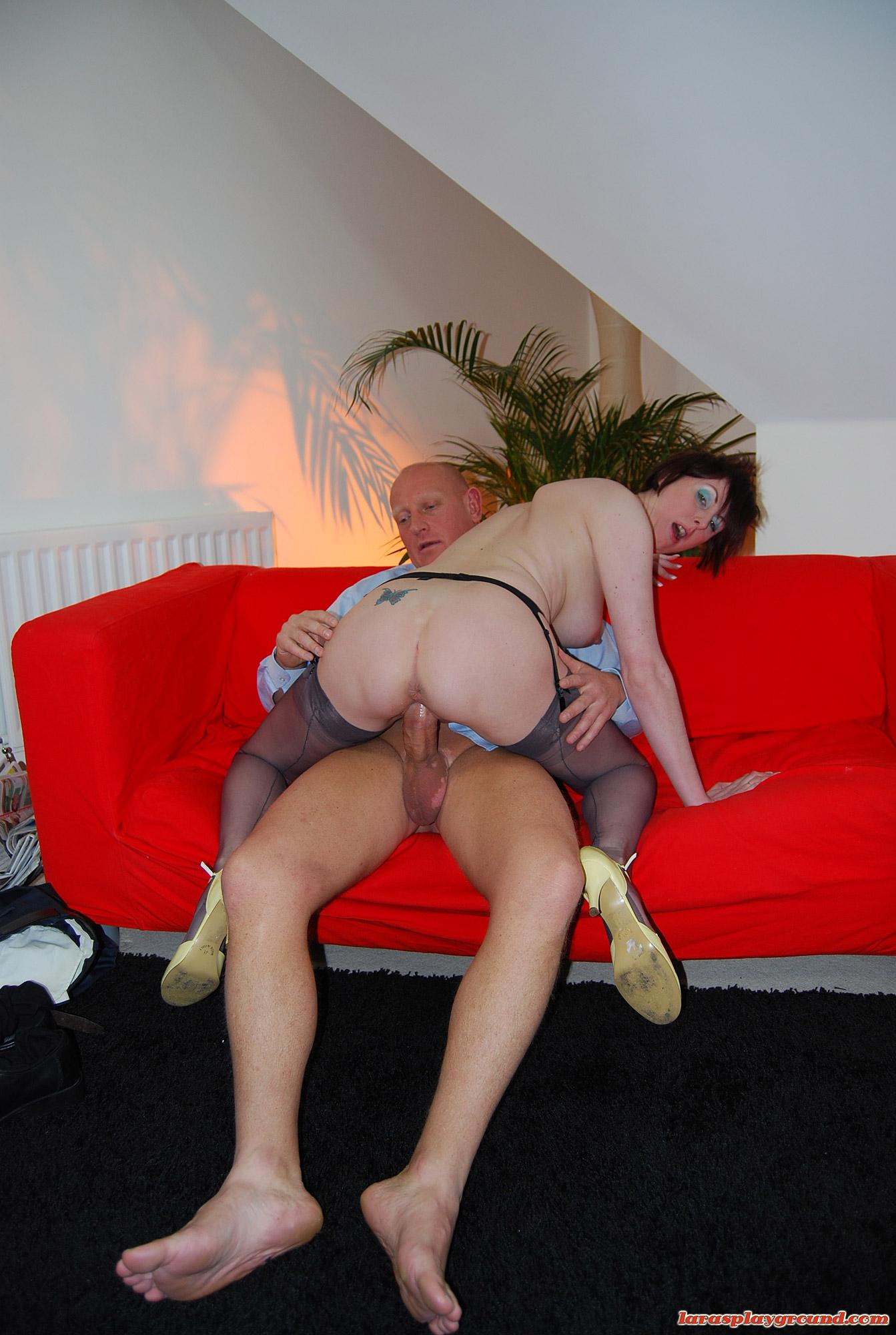 Huge cock in young pussy (11/15)