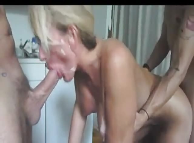 Mature Slut in Threesome Fuck